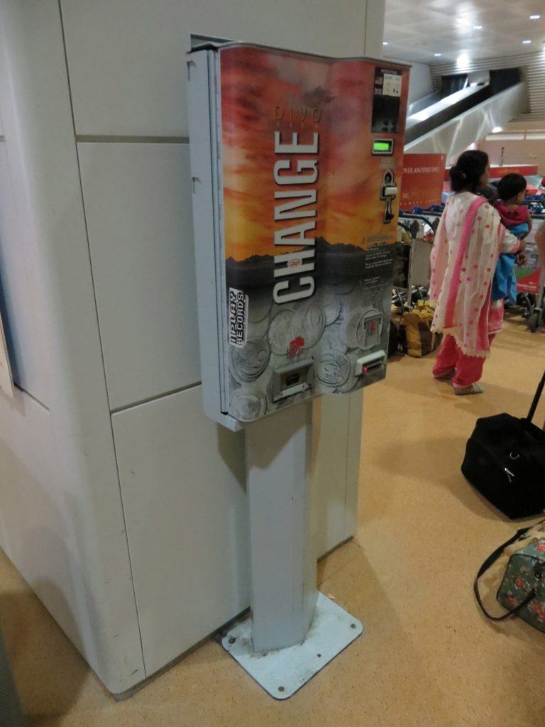 Exchange machine at the airport in Italy- Italy from the Inside